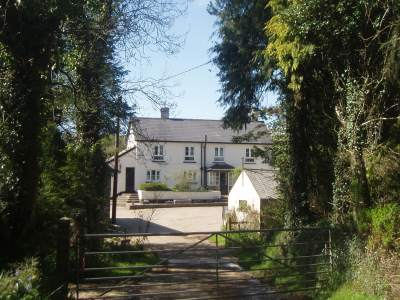 Forda Farm Bed and Breakfast, 4star siver award B&B on the North Devon and Cornwall border offering accommodation on a working family farm.