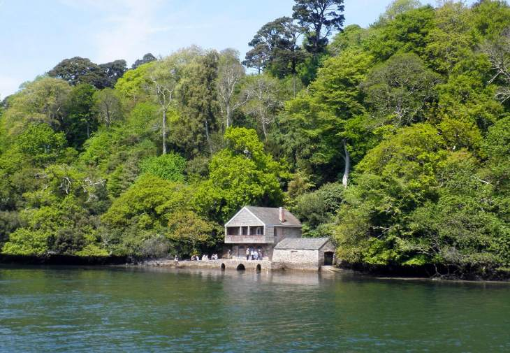 Greenway boathouse - River Dart